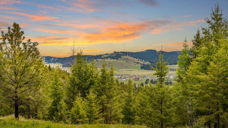 Photo of 1587 North Ranch Hill Road, Kalispell, MT 59901 (MLS # 22107825)