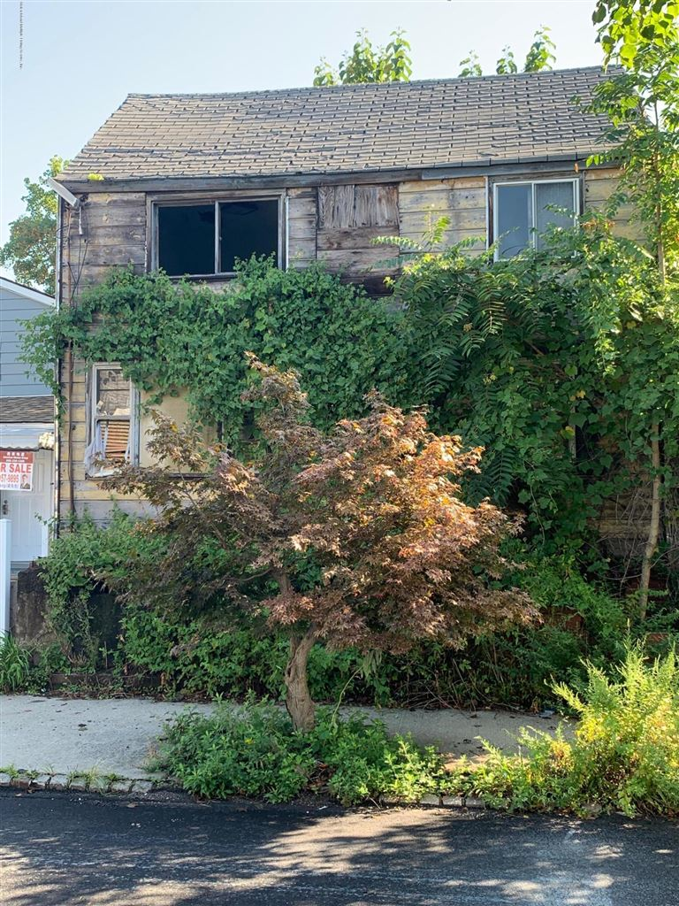 Photo for 227 Anderson Street, Staten Island, NY 10305 (MLS # 1131914)