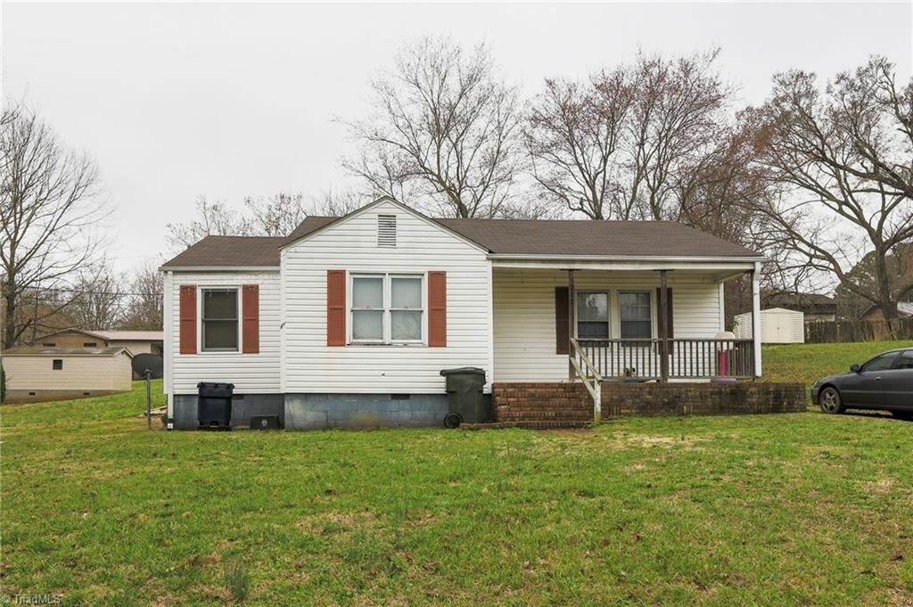 Photo of 207 Mendota Avenue, Lexington, NC 27292 (MLS # 995138)