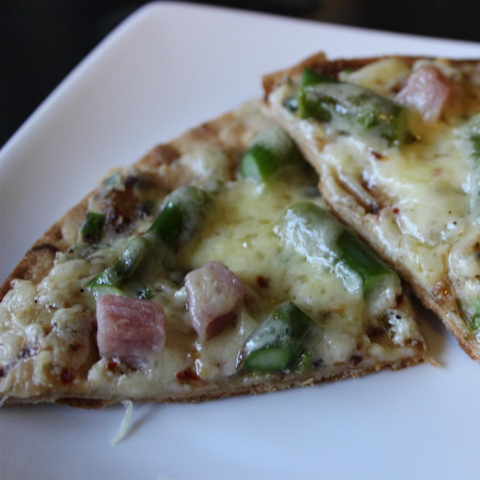 Receita de Pizza com Presunto, Aspargos e Ricota