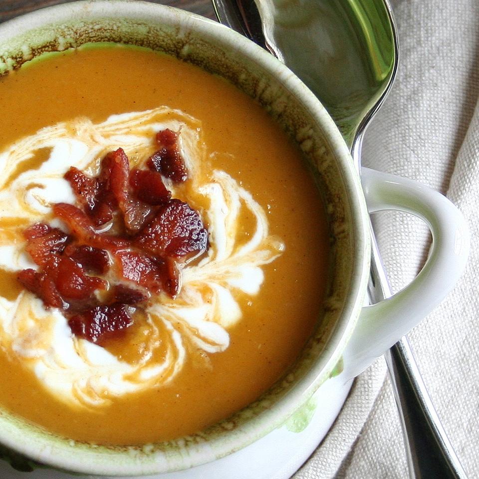 Receita de Sopa de Manteiga Assada Picante, Pera e Bacon