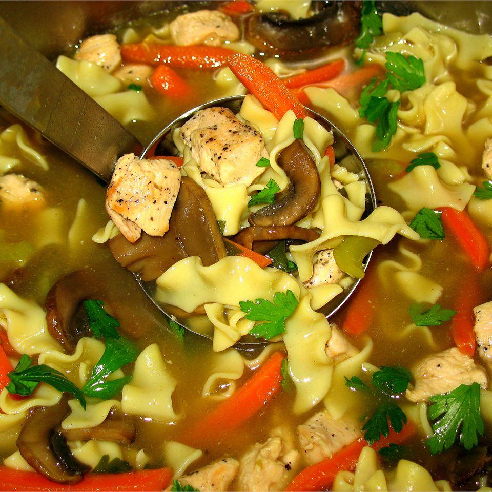 Receita de Sopa de Macarrão de Frango Grelhado