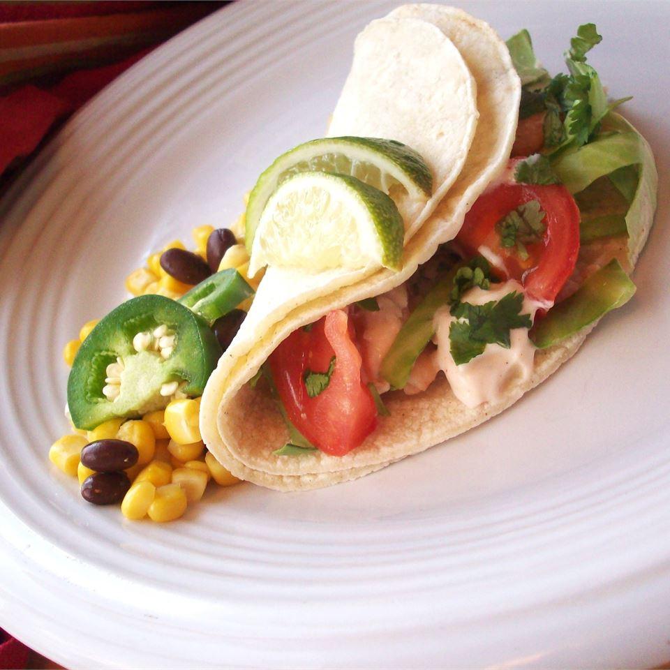 Tacos de peixe grelhados com receita de molho chipotle-limão
