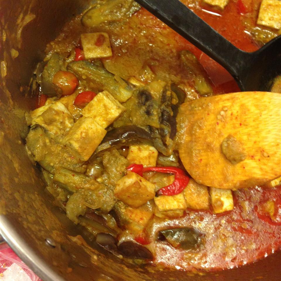 Thai Panang Curry com berinjela bebê e receita de tofu