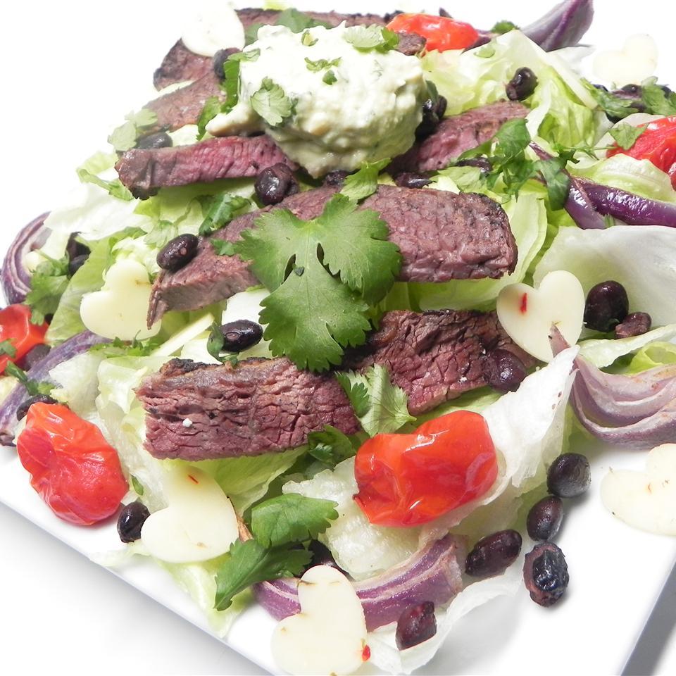 Receita mexicana de bife e salada vegetariana