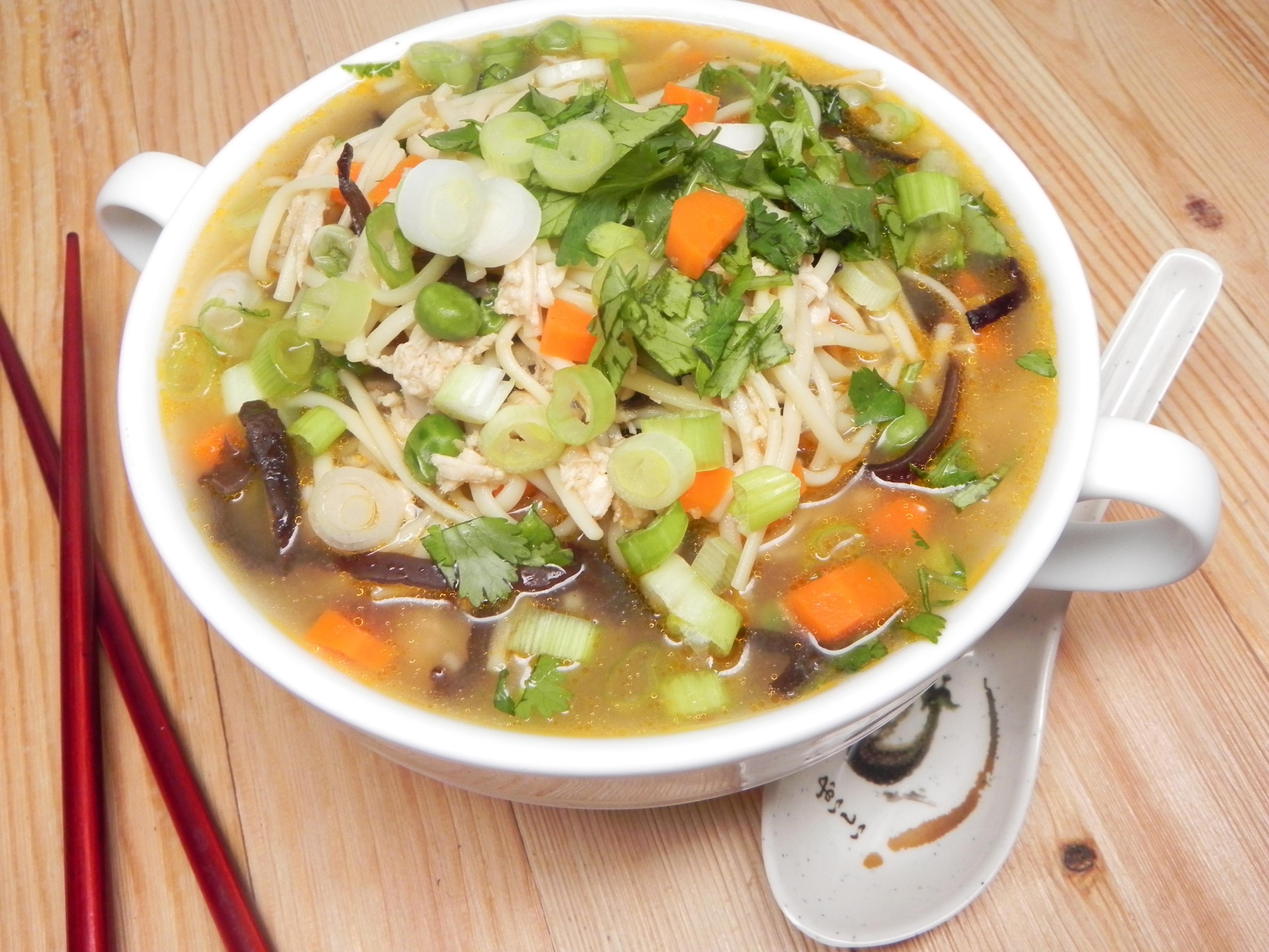 Receita de Sopa de Frango com Capim-Limão cambojano