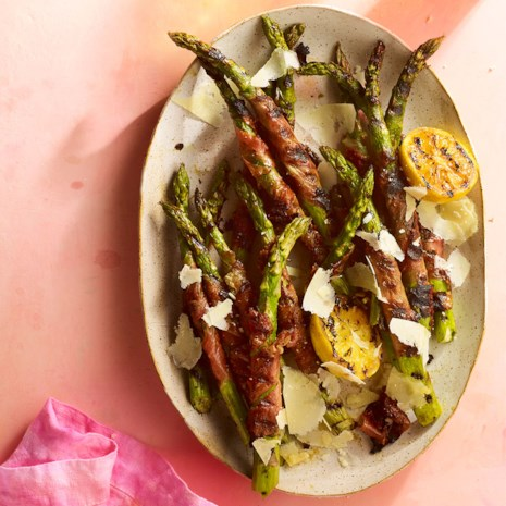 Grilled Prosciutto Wrapped Asparagus With Fig Balsamic