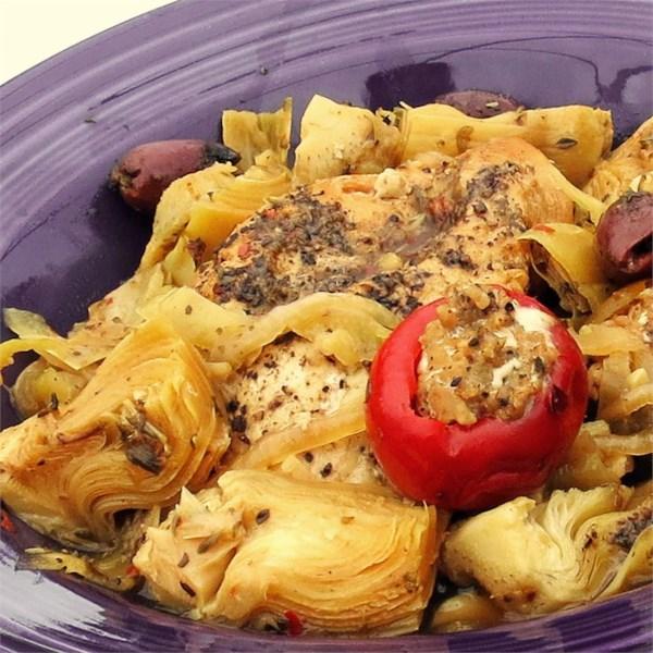 Frango mediterrâneo picante com receita de pimenta de cereja recheada com salsicha