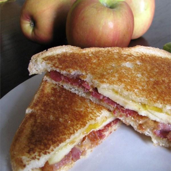 Receita de Sanduíche de Maçã de Bacon Grelhado