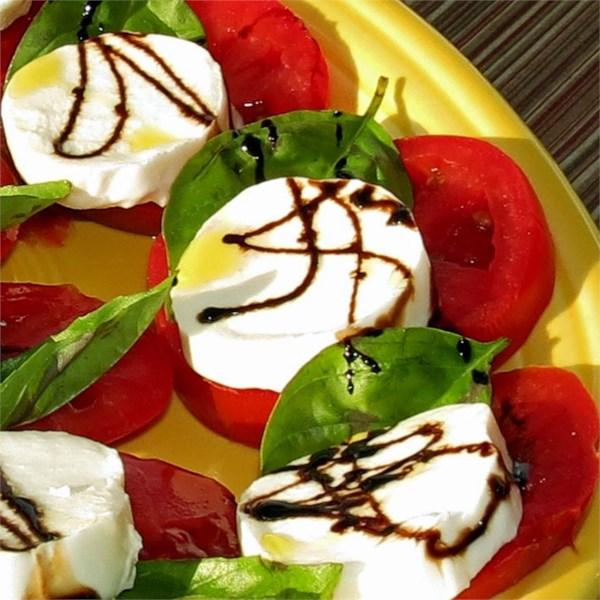 Salada Caprese com Receita de Redução Balsâmica