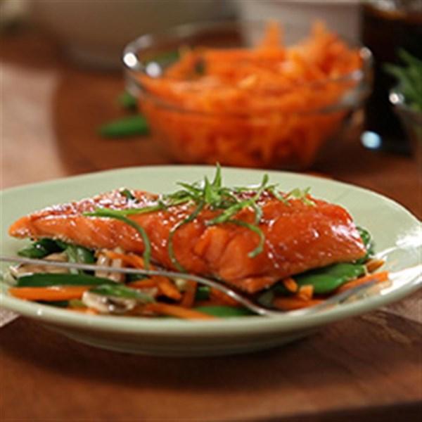 Receita de pacotes de salmão de infundida asiática da Tiffany