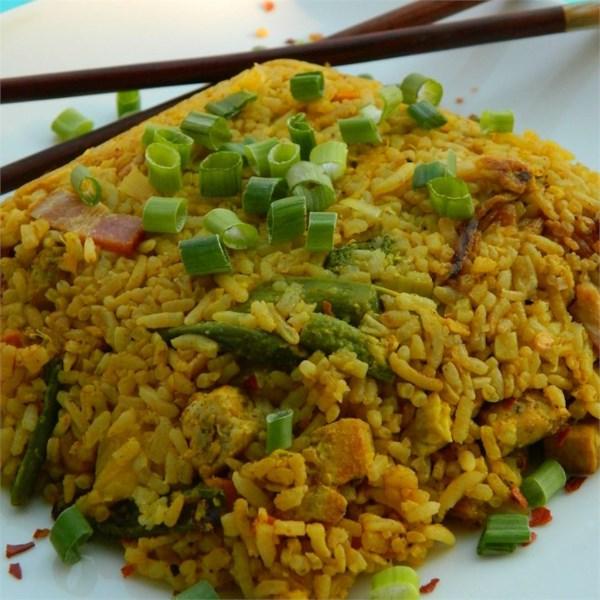 Arroz frito tailandês com receita de abacaxi e frango