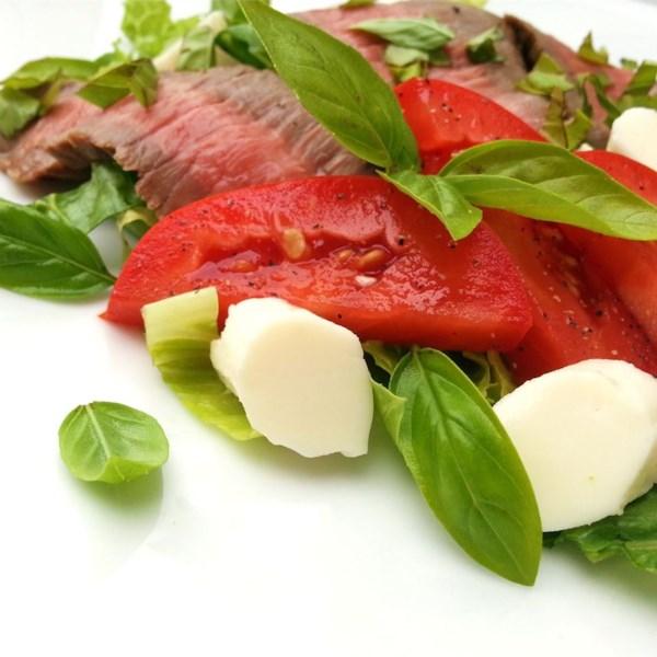 Salada Caprese com Receita de Bife flanco grelhado