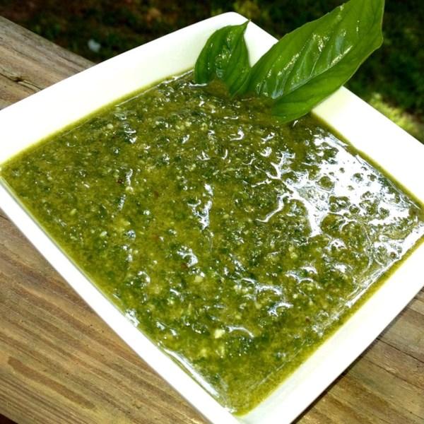 Receita simples de Pesto de Alho e Manjericão