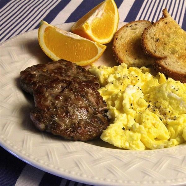 Receita caseira de salsicha de café da manhã no estilo paleo