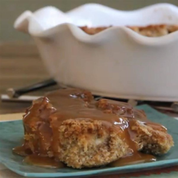 Pudim de pão de abóbora com receita de molho de rum caramelo