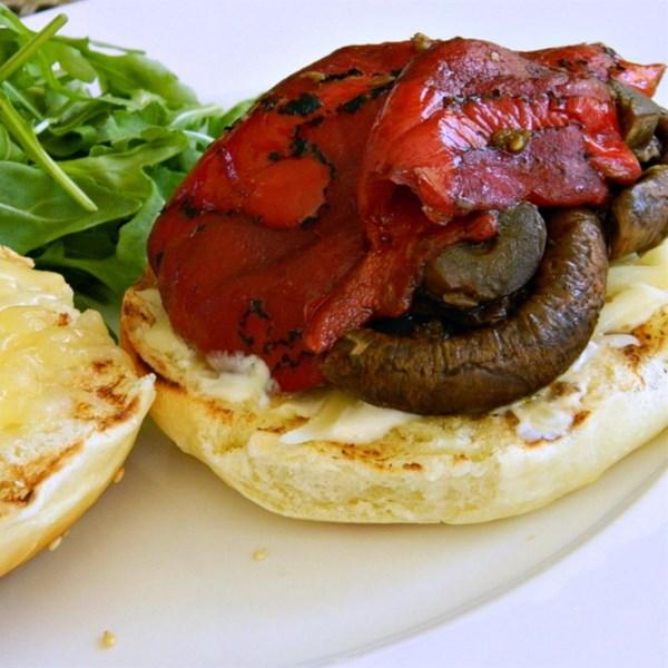 Sanduíche de cogumelo grelhado com receita de maionese cítrica