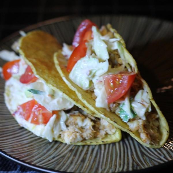 Tacos de peixe picantes com receita de molho de limão fresco