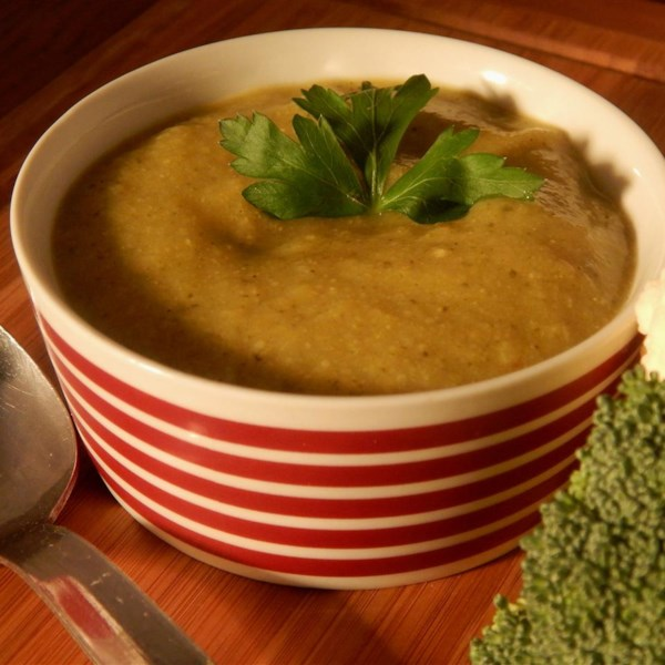 Receita vegetariana de sopa de brócolis e couve-flor