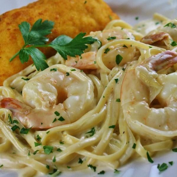 Receita cremosa de alho e espaguete de cebola