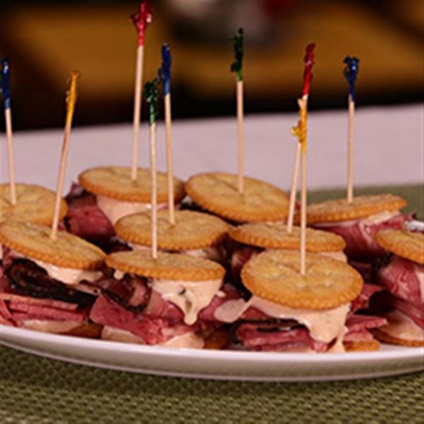 Ritz Pastrami e Mini Sanduíche de Carne Enlatada, criado pela Receita Carnegie Deli