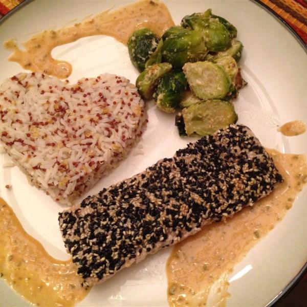 Gergelim Crosta Mahi Mahi com Receita de Molho de Manteiga de Gengibre de Shiso de Soja
