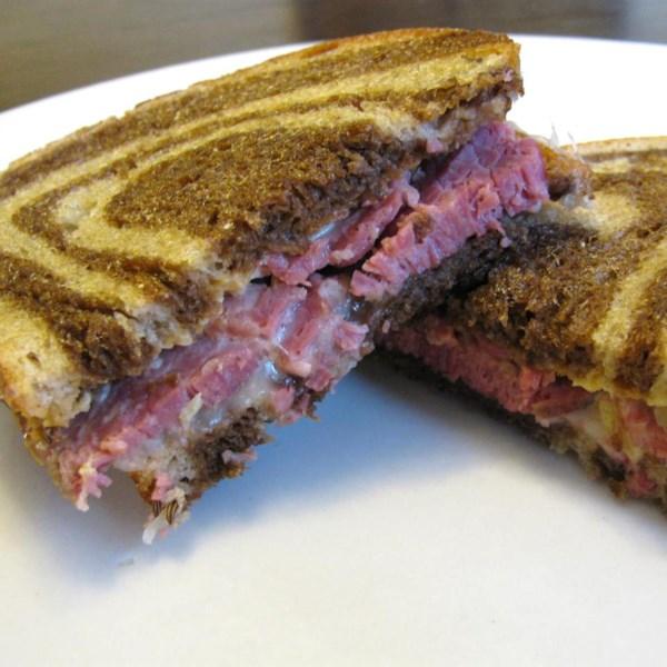 Carne enlatada cozida lenta para receita de sanduíches