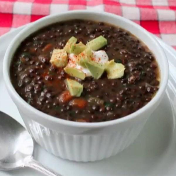 Receita de Sopa de Lentilha Negra do Chef John