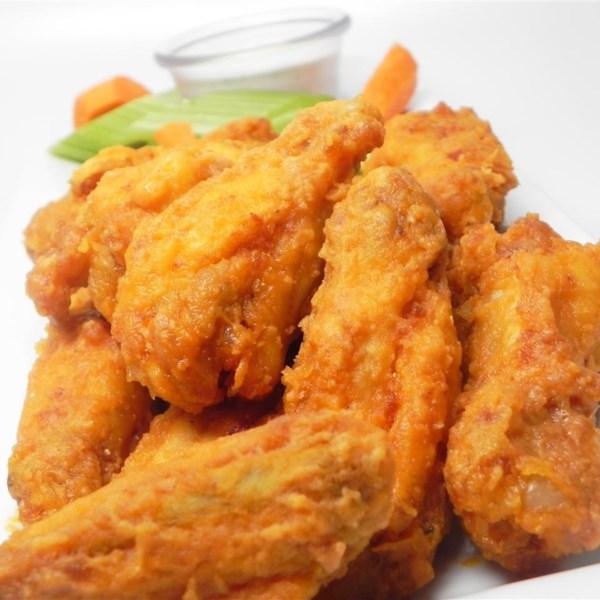 Receita de asas de frango de búfalo estilo restaurante fácil