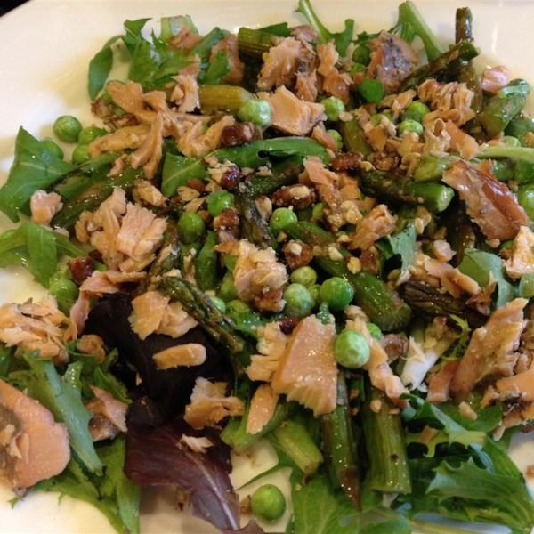 Receita de Salada de Salmão Defumado e Aspargos