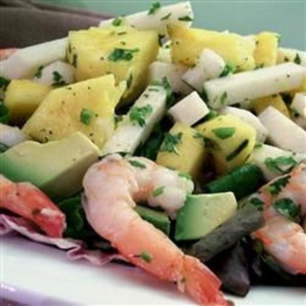 Salada de Jicama e Abacaxi em uma Receita de Vinagrete de Coentro