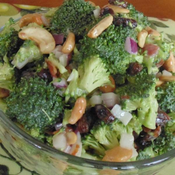 Receita de Salada de Brócolis Doce e Salgado