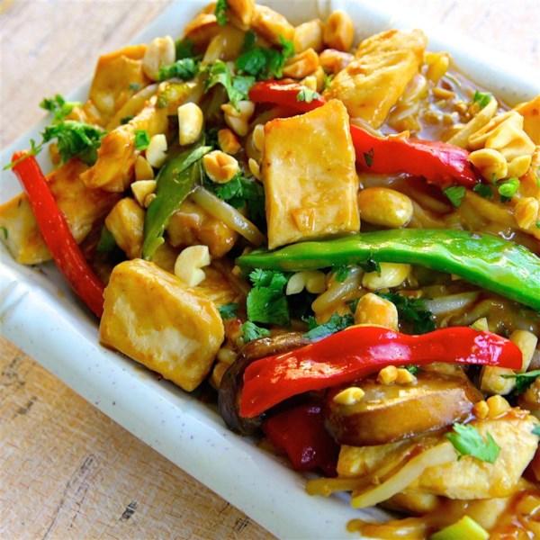 Receita de Frango de Amendoim Tailandês Lo Mein