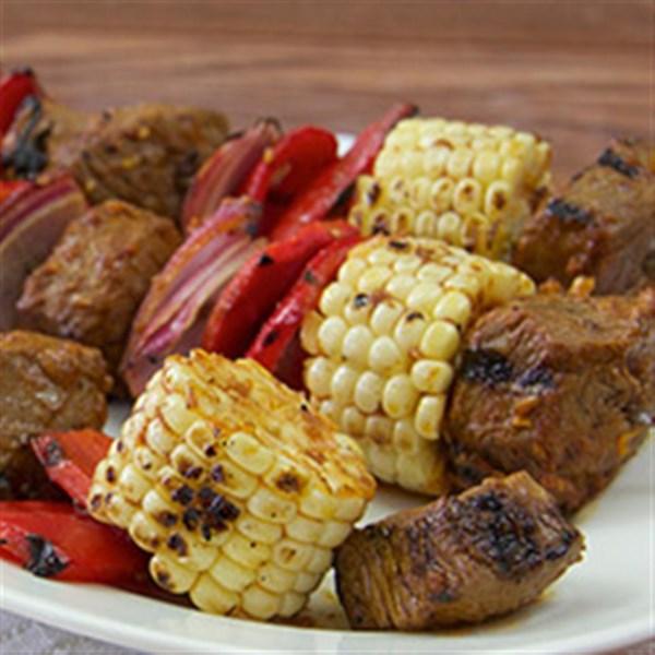 Receita de Bife sudoeste e milho Kabobs