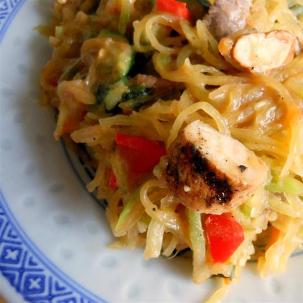 Receita tailandesa de spaghetti squash pad
