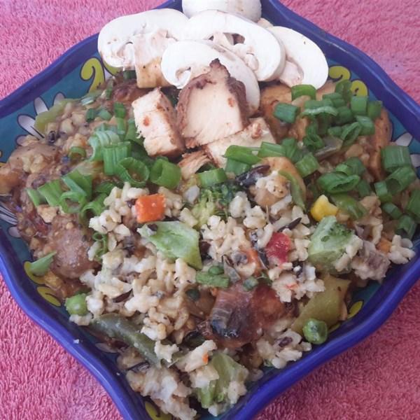 Caçarola de arroz selvagem com receita de salsicha