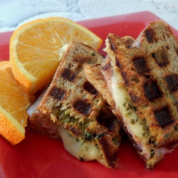 Receita de Sanduíches de Waffle Pesto e Balsâmico