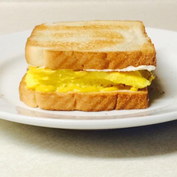 Receita de Sanduíche de Ovo Mexido de Tom