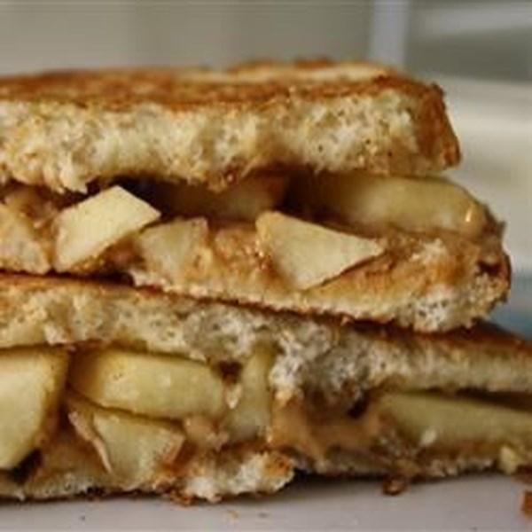 Receita de Sanduíches de Maçã de Manteiga de Amendoim Grelhado