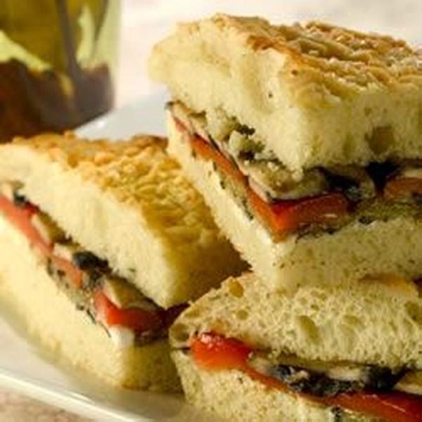 Receita de Sanduíche de Legumes Mediterrâneo Grelhado