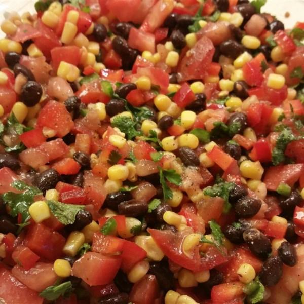 Receita de Zesty Black Bean e Salsa de Milho