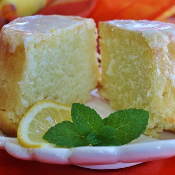 Bolo de limão-manteiga-libra de com receita de esmalte de limão da tia Evelyn