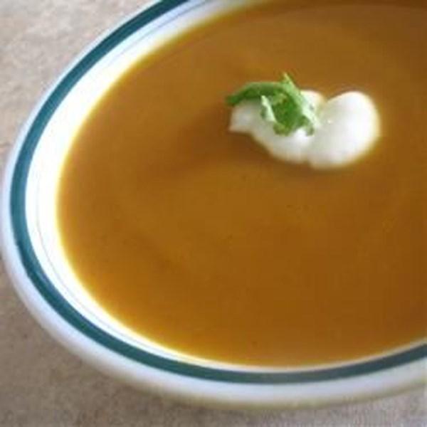 Batata doce e sopa de cenoura com receita de cardamomo