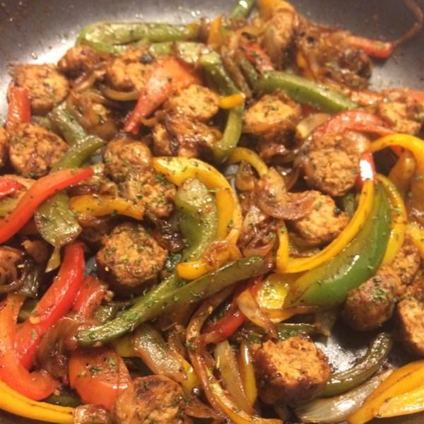 Receita de Salsicha Picante e Pimentas Sobre Arroz