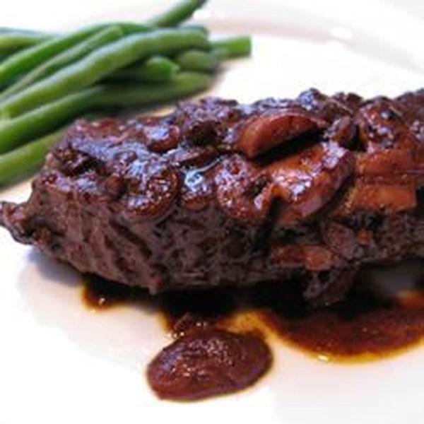 Fácil Flat Iron Steak em Receita de Molho de Vinho