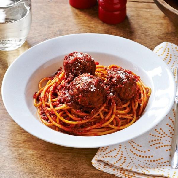 A melhor receita de espaguete e almôndegas da mamãe