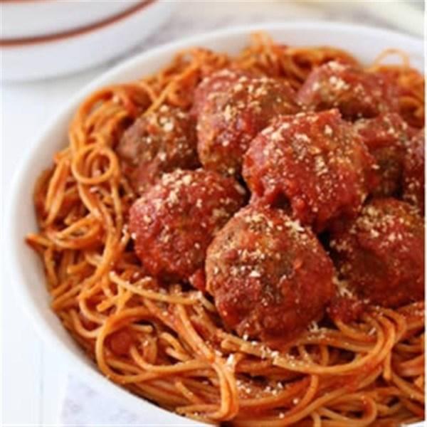 Receita de Almôndegas de Espaguete e Mussarela da mamãe