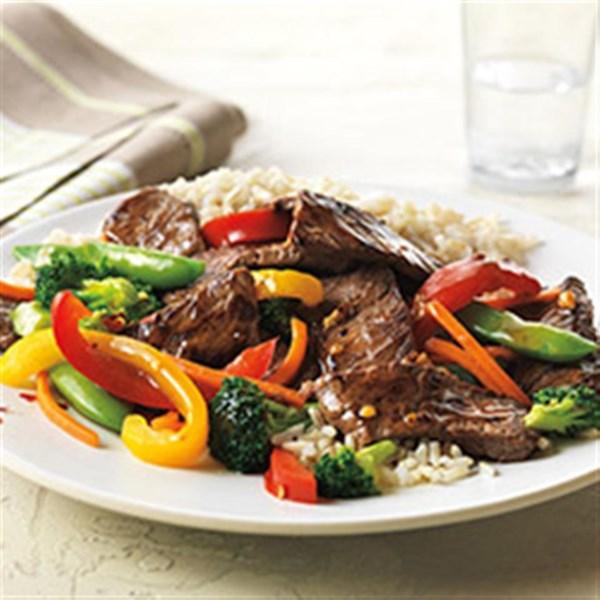 Receita asiática de carne bovina e legumes