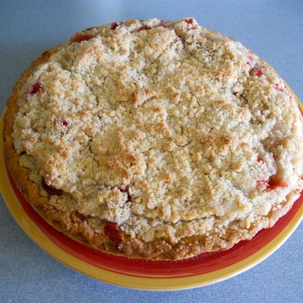 Receita de Torta de Ruibarbo de Morango Com Cobertura de Migalhas