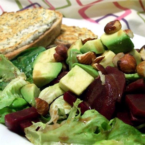 Salada de Abacate, Beterraba e Rúcula com Receita de Chevre Tartine